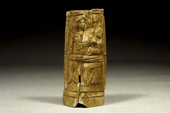 A Roman Bone Pyxies