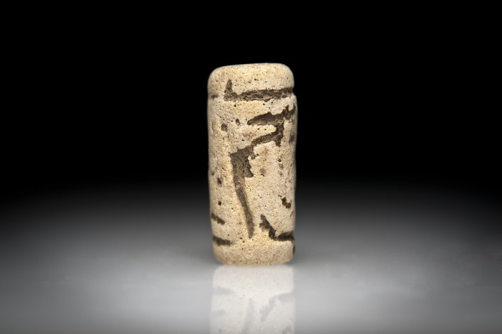 A Middle Syrian Faience Cylinder Seal with a Scorpion